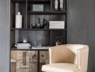 boekenkast van oud hout bezons