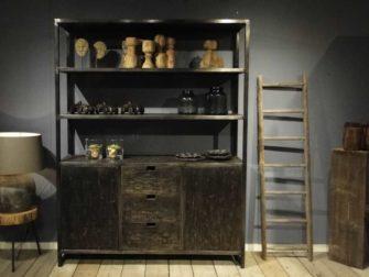 industriele zwarte boekenkast