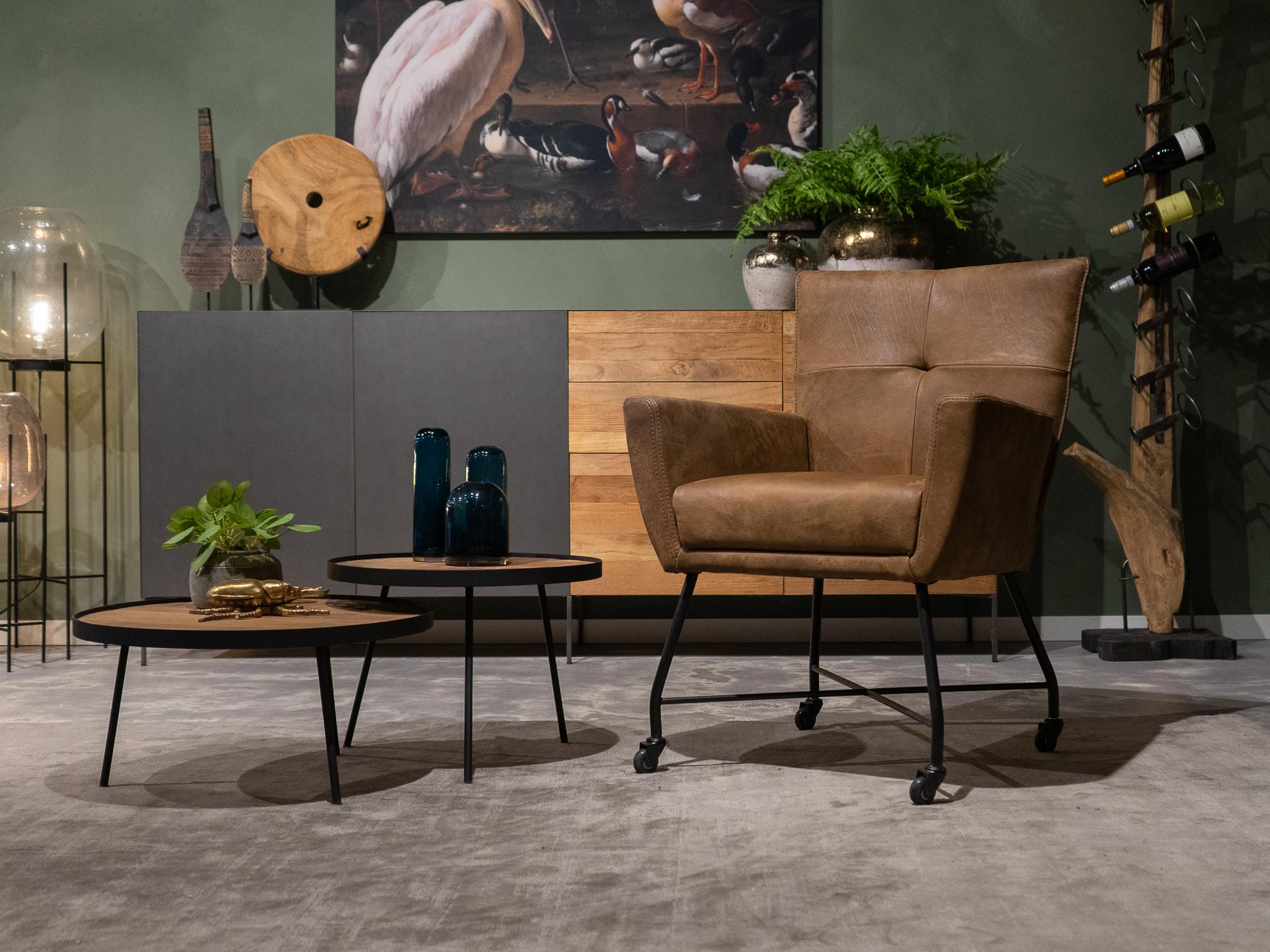 bruine stoel met wielen