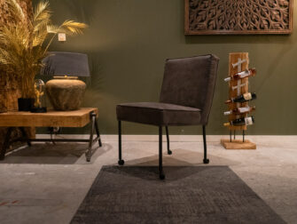 Comfortabele eetkamerstoel met wielen