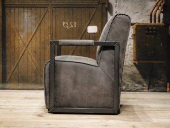 stoere grijze stoel
