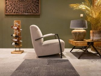 Witte industriele fauteuil
