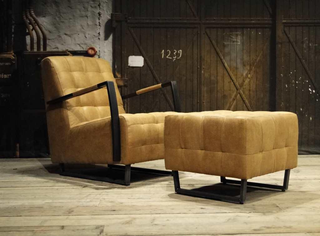 camel fauteuil met poef