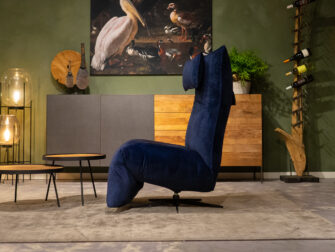 blauwe velvet stoel