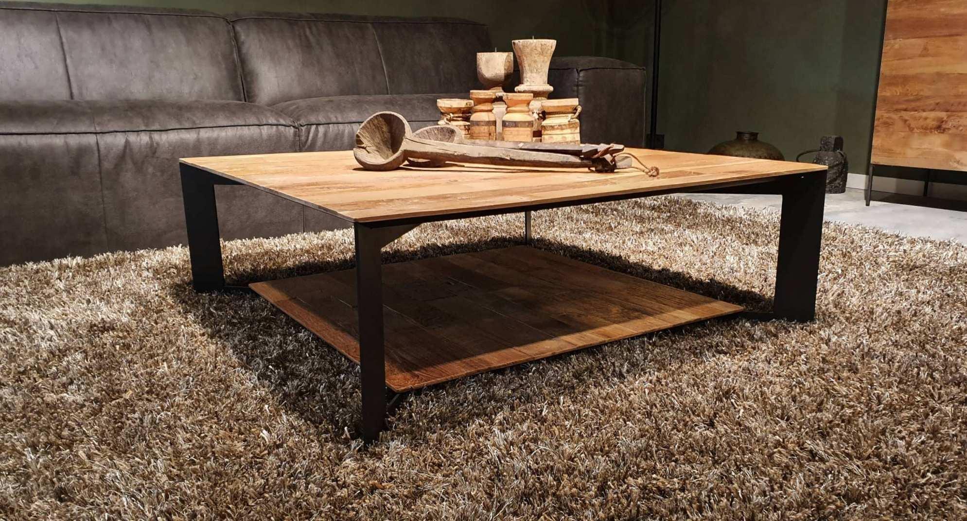 stoere salontafel met legplank