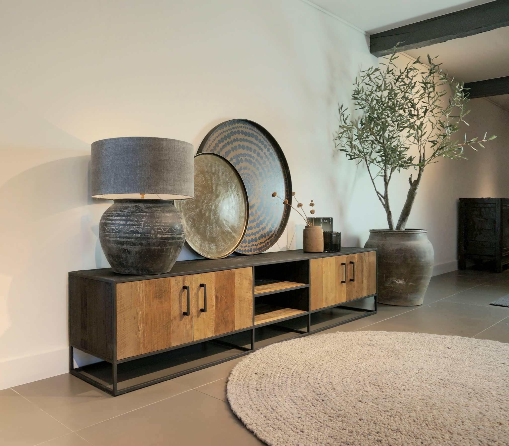 ruimt houten tv-meubel