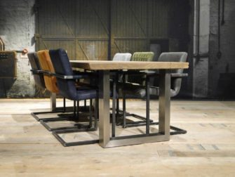 tafel met rvs poot