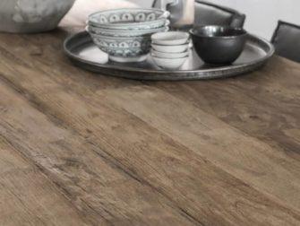 oude teak tafel