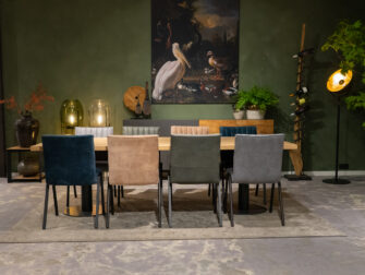 tafel met acht stoelen