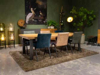Grote tafel met dik blad