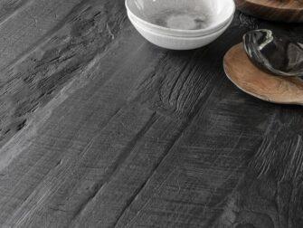 zwarte tafel oud hout