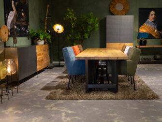 Stoere tafel met robuust onderstel