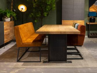 Tafel met comfortabele stoelen