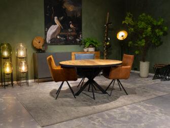 tafel met leren stoelen