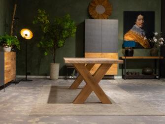 tafel met houten poot