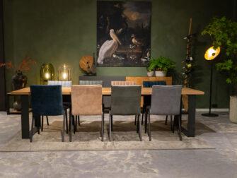 tafel met stoelen