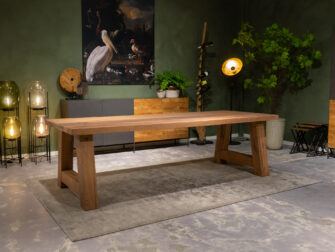 lange houten tafel