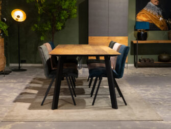 Grote tafel voor 6 stoelen