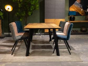 Tafel voor zes stoelen