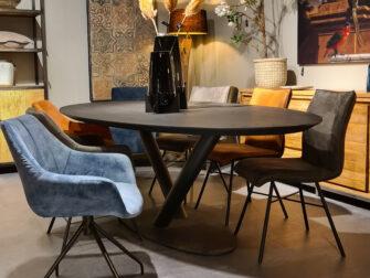 zwarte ovale tafel