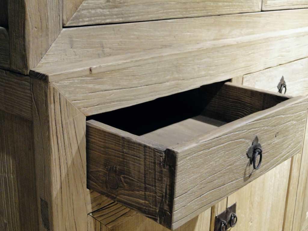 vitrinekast van oud hout epernay