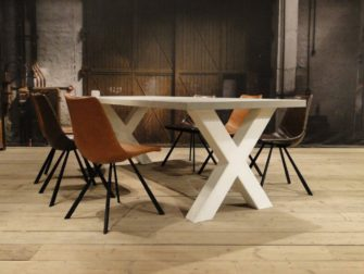 betontafel met wit onderstel