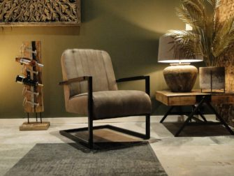 Taupe kleurige fauteuil