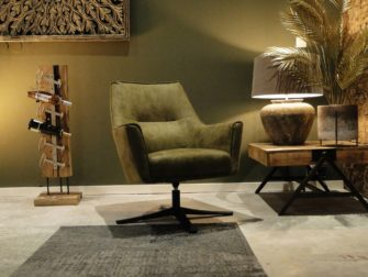 stoere groene stoel op draaivoet