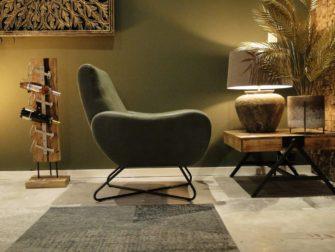 groene fauteuil met armleuning