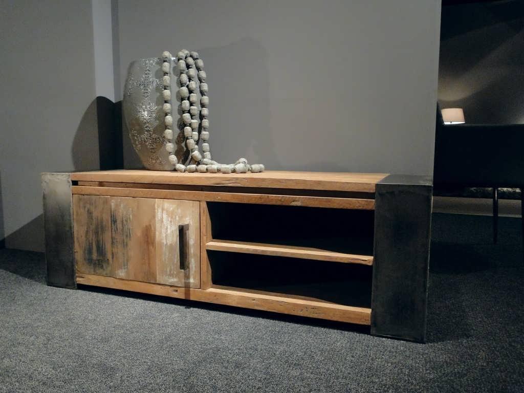 Industrieel tv meubel asmund verkrijgbaar in 2 maten for Meubels teak