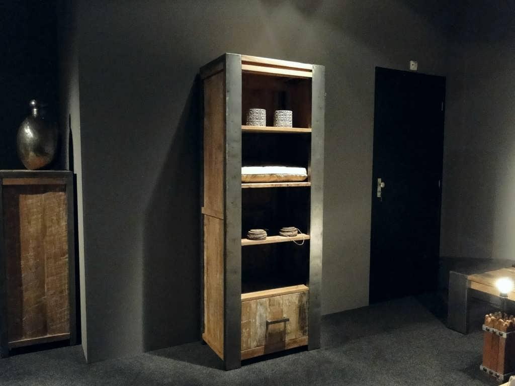 Kast Hout Staal : Boekenkast asmund van oud hout robuustetafels