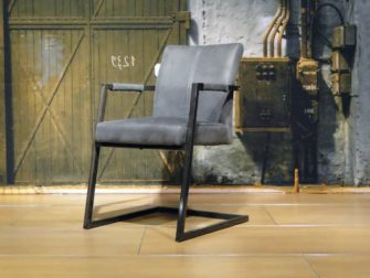 grijze industriele stoel
