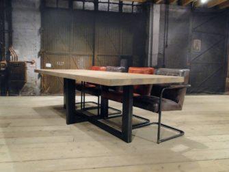 industriele eetkamertafel Orvieto