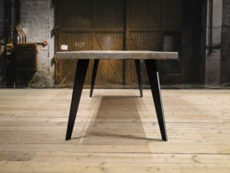 Industrial diningtable