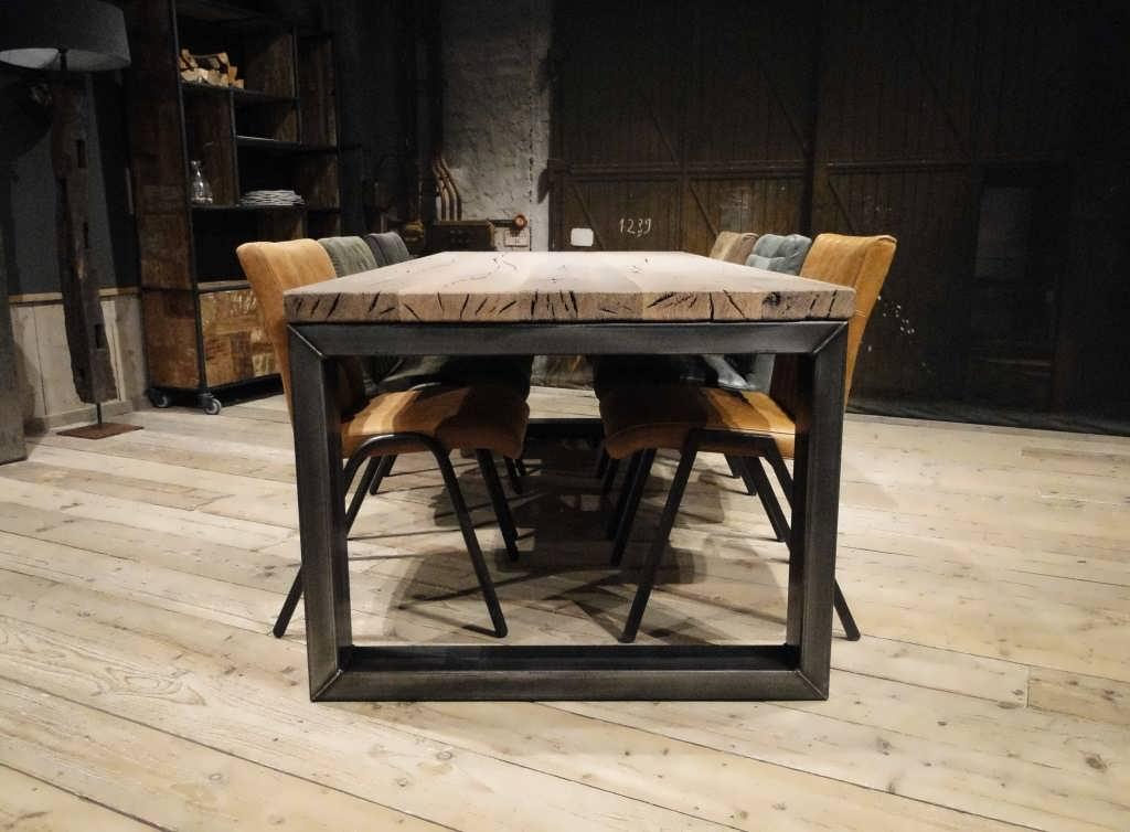 industriele eettafel barasso gemaakt van oud eiken | robuustetafels.nl