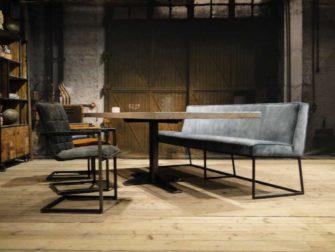 Eetkamertafel met bank