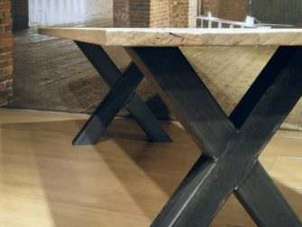 stalen kruispoot tafel
