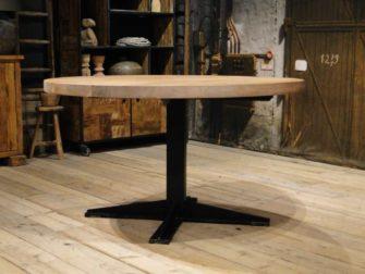 Ronde tafel met dik blad