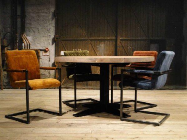 Ronde eetkamertafel met stoelen