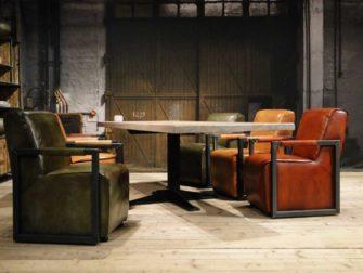 Eetkamertafel met luxe stoelen