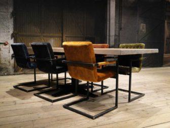 Eetkamerset met stoelen