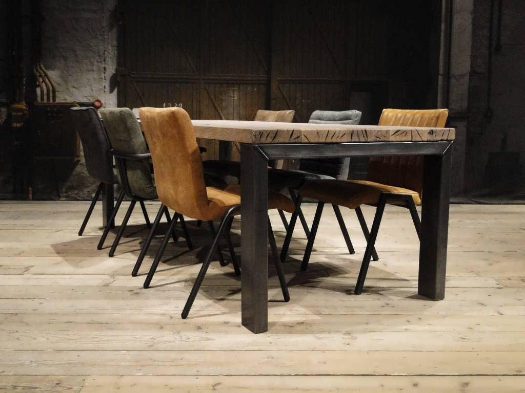 Industriele eettafel barolo gemaakt van oud eiken robuustetafels
