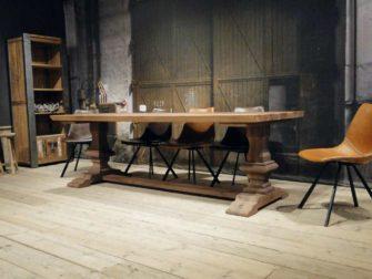 eiken kloostertafel met stoelen