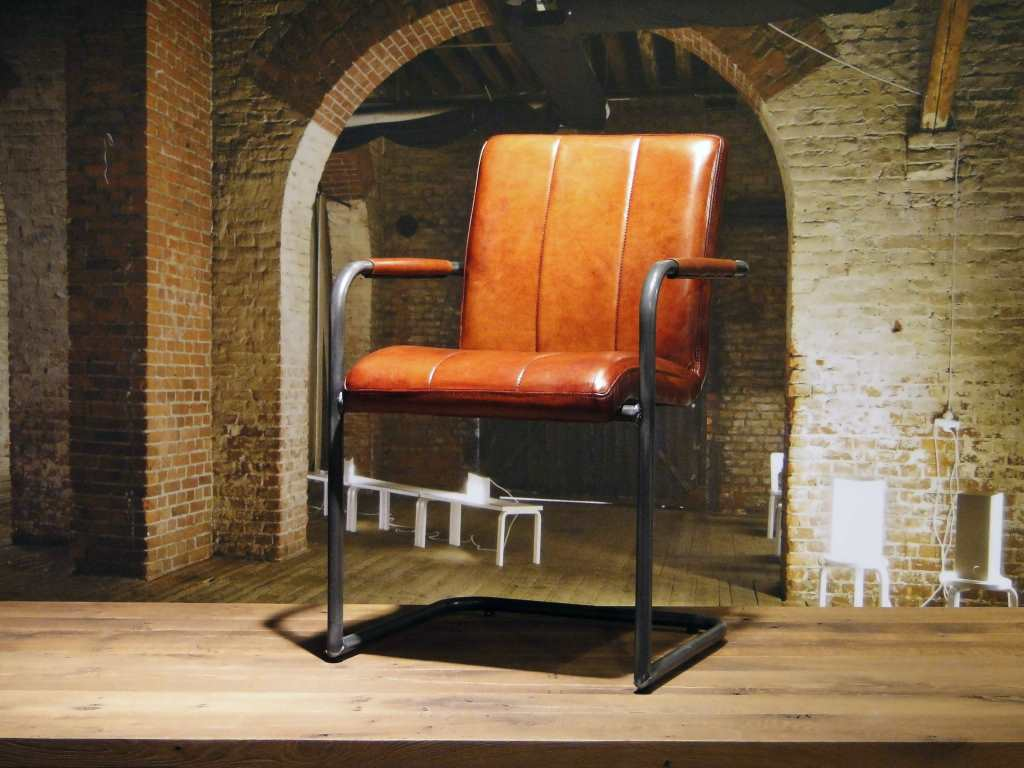 Cognac Kleur Stoel : Armstrong stoel grijs teak deco
