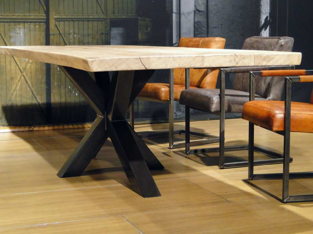 Witte Plank Op Maat.Industriele Boomstamtafel Taverny Industriele Tafel Robuustetafels Nl