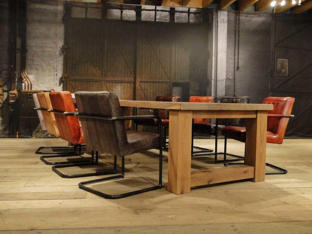 8 Persoons Tafel : Maatwerk balken tafel reidar rustiek eiken robuustetafels