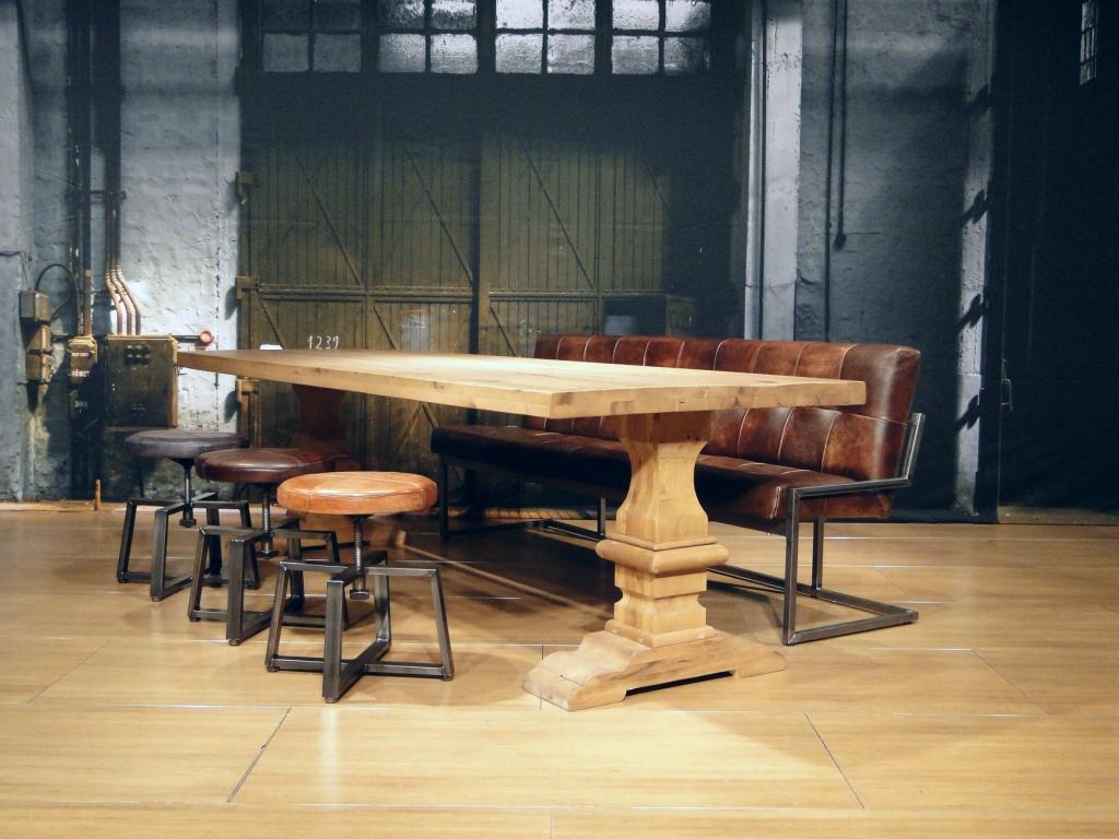 Eiken kloostertafel Vichy - uitgevoerd in havana brown