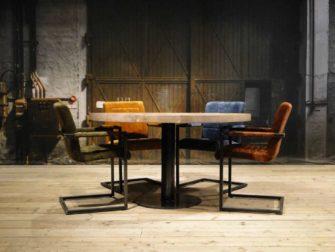 Ronde eiken tafel met kolompoot