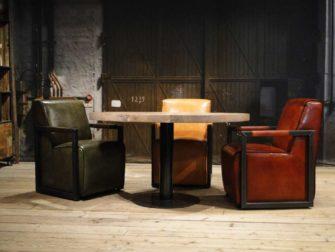Ronde tafel met luxe stoelen