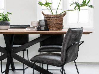 strakke houten tafel